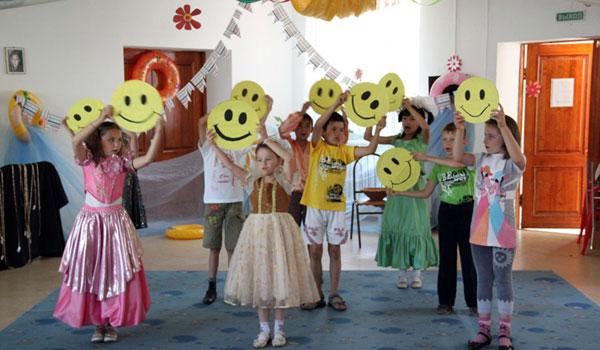 1 giugno: lo spettacolo dei piccoli durante la festa per l'11 compleanno del Villaggio dell'Arca