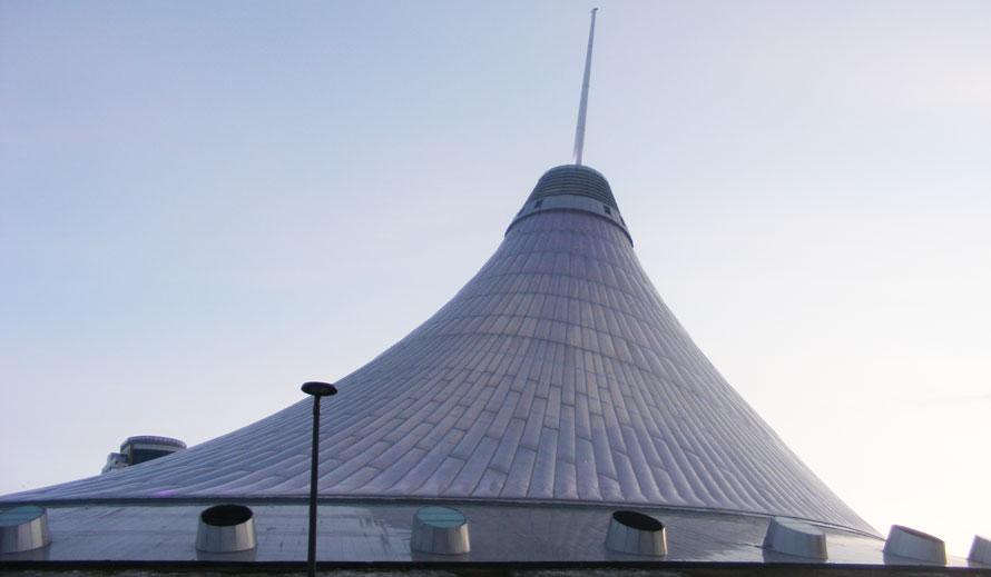 Khan Shatyr Entertainment Center. La tenda più grande al mondo, 150 metri di altezza, base ellittica di 200 x 195 metri... circa 100.000 mq di superficie!!