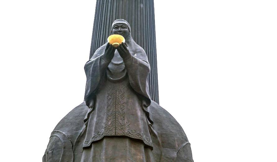 "Monumento ""Otan Korgaushylar"" (Difensori della Patria)"